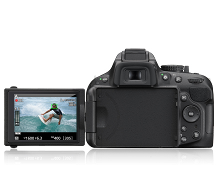 picture of the D5200 with a surfer photographed and shown on the LCD