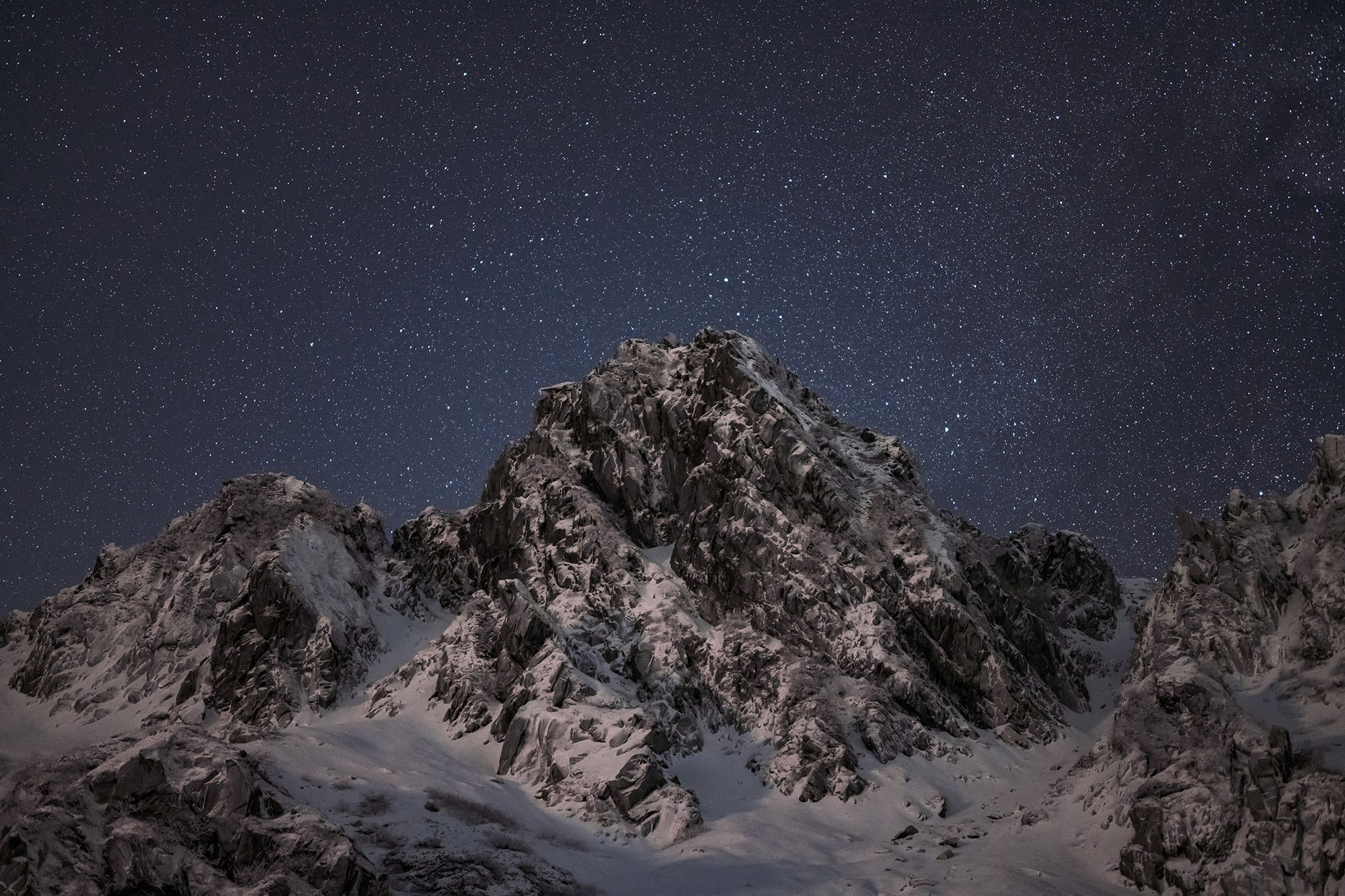 NIKKOR Z 58mm f/0.95 S Noct photo of a maountain range in low light with a star filled sky