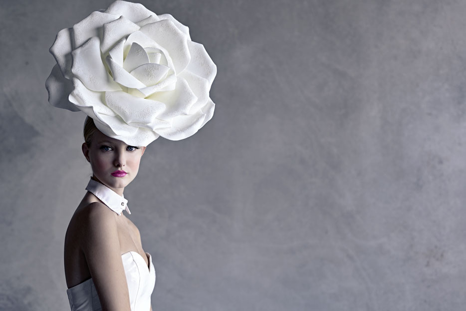 Photo of a model with a large flower hat on her head, taken with the Z 7 and NIKKOR Z 50mm f/1.8 S lens