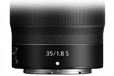 NIKKOR Z 35mm f / 1.8 S lensin namlusunun görüntüsünü kapatın