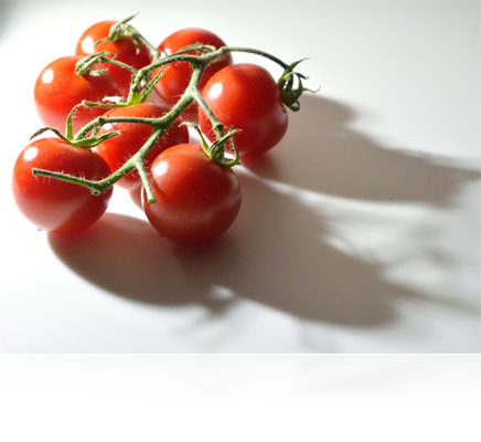 Photo of cherry tomatoes on a white surface illuminated from the LD-1000 LED Movie Light