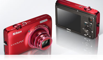 Product views demonstrating the simple controls of the COOLPIX S6300.