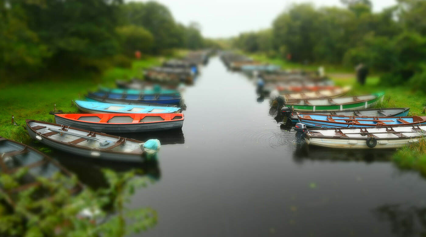 Modo de efectos especiales (miniatura): se muestran botes a ambos lados de un canal