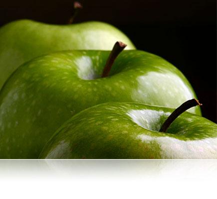 φωτογραφία τριών πράσινων μήλων, φωτισμένη με το SB700