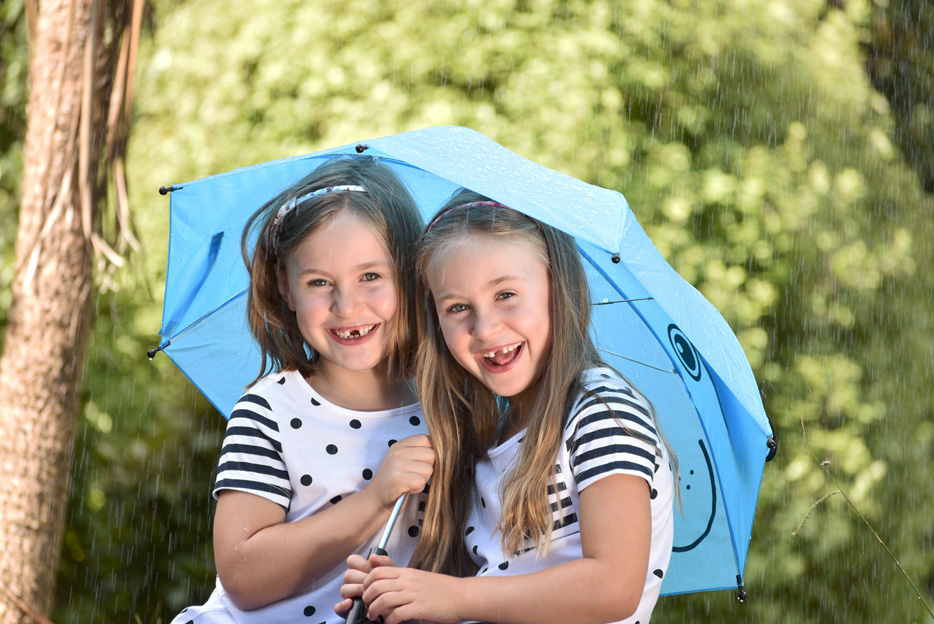 Photo of two girls under a blue umbrella, taken with the AF-P DX NIKKOR 70-300mm f/4.5-6.3G ED lens