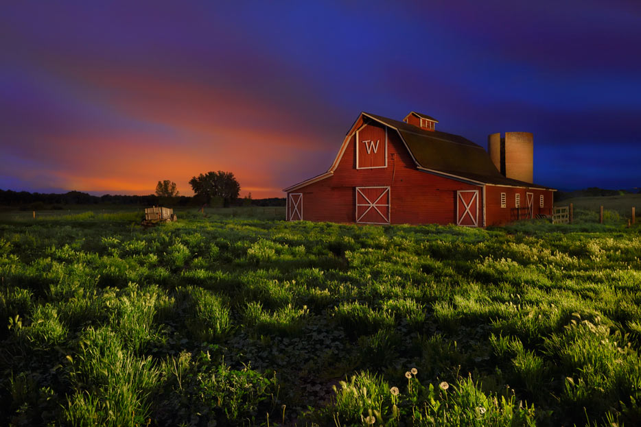 Photo of a barn in a field in low light shot with the AF-S NIKKOR 16-35mm f/4G ED VR