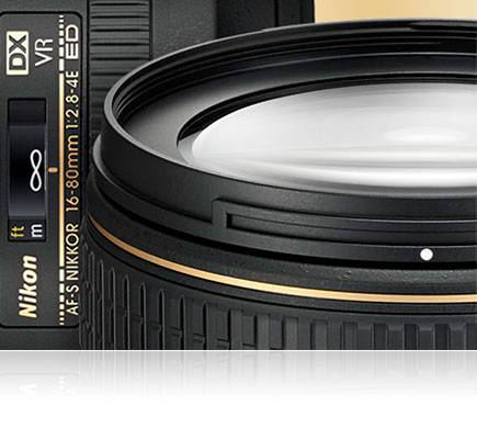 Photo showing parts of the AF-S DX NIKKOR 16-80mm f/2.8-4E ED VR lens, highlighting the lens' technologies