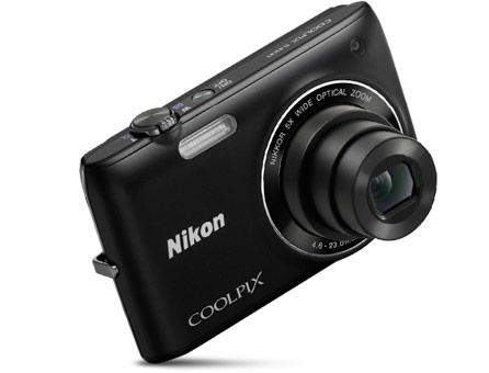 Front of the stylish COOLPIX S4100 in black