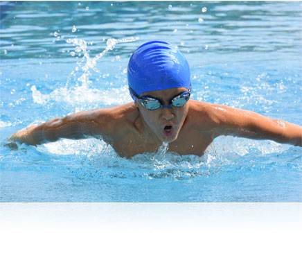 Nikon 1 J4 photo of a boy swimming in a pool