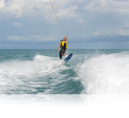 photo of a waterskiier shot using the Nikon 1 AW1 camera