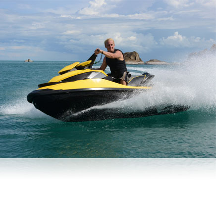 Photo of a man on a wave runner type jet ski, shot using the 1 NIKKOR AW 11-27.5mm f/3.5-5.6 lens
